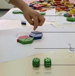 サイコロの出た目の数のブロックで、形を作ります