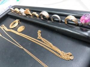 本日も貴金属のリングやネックレスをお買取りさせて頂きました。
