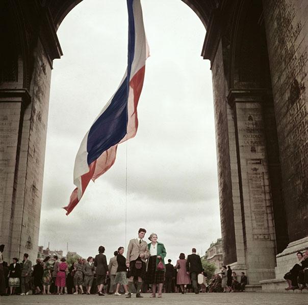 FRANCE. Paris. 1952. Arc de Triomphe.