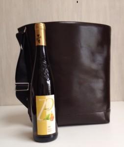 ワインも入るバ型革バッグ
