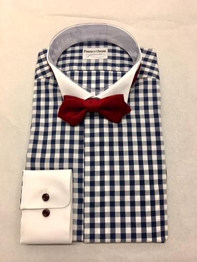 ネイビーのチェックシャツに蝶ネクタイがオシャレ大阪梅田