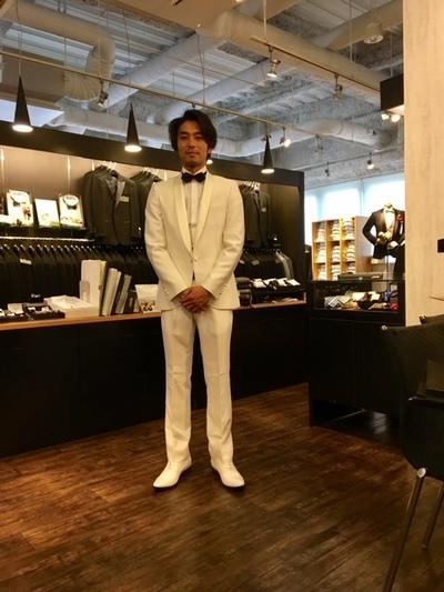 結婚式衣装白オーダータキシード大阪 梅田