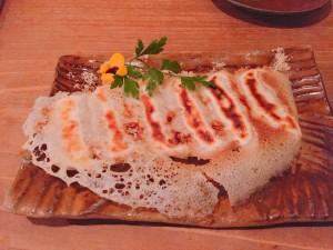 梅田の人気沖縄料理店のアグー豚の羽つき餃子