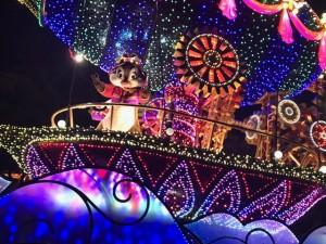 東京ディズニーランドでのエレクトリカルパレードの様子