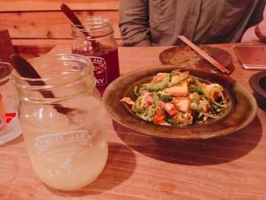 梅田の人気沖縄料理店の定番料理ゴーヤチャンプルー