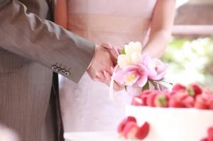 結婚式 ケーキ入刀 定番 演出 初めての共同作業