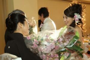 結婚式の花束贈呈