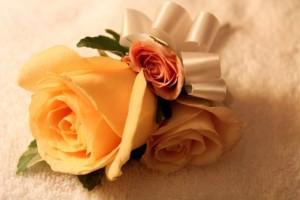 結婚式 ブートニアとは 新郎 タキシード お花
