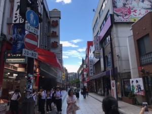 観光客で賑わう中華街通り