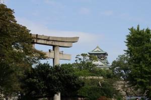 大阪城境内には桜門の正面に豊国神社さんがございます!