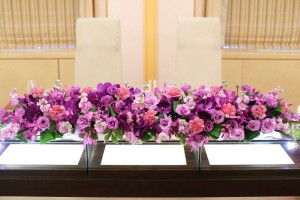 パープル(紫色)の披露宴会場のお花