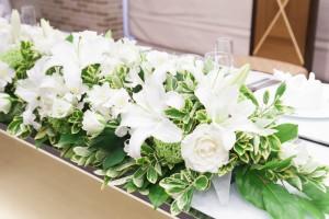 白(ホワイト)系の披露宴会場のお花