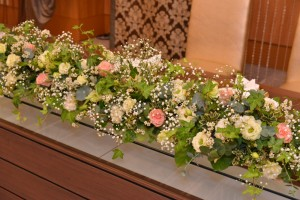 草花(緑)系の披露宴会場のお花