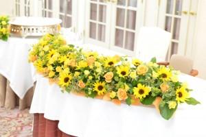 黄色(イエロー系)の披露宴会場のお花(ひまわり)