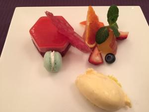オペラ・ドメーヌ高麗橋さんの赤い果実のムースと特製ヴァニラアイス添え