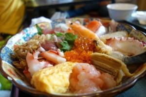 泉佐野市の青空市場で食べる海鮮丼