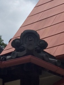 サツキとメイの家の瓦(トトロ)