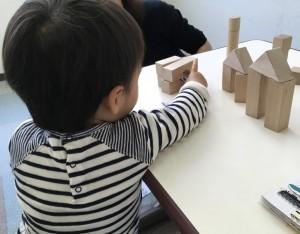1歳の男の子のレッスン。 半年過ぎて、集中してじっくり遊ぶ力がついてきました!
