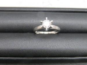 本日はダイヤモンドのリングをお持ち頂きました。