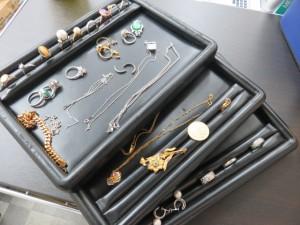 貴金属のリング・ネックレス・ブローチなど多数お買取りさせて頂きました。