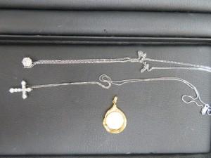 本日も貴金属プラチナのダイヤネックレスをお持ち頂きました。