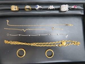 本日も貴金属の K24.K18とプラチナのリング、ネックレスをお持ち頂きました。