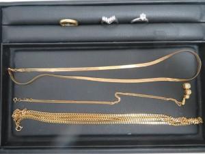 本日は貴金属 金とプラチナのダイヤリング、ネックレスをお持ち頂きました。