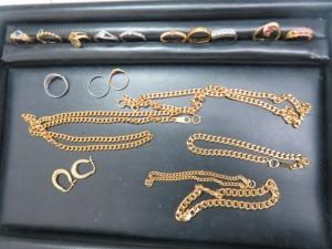 貴金属 指輪やネックレスを多数お持ち頂きました。