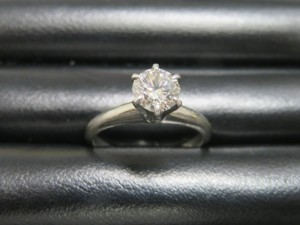 本日はダイヤモンドの指輪をお持ち頂きました。