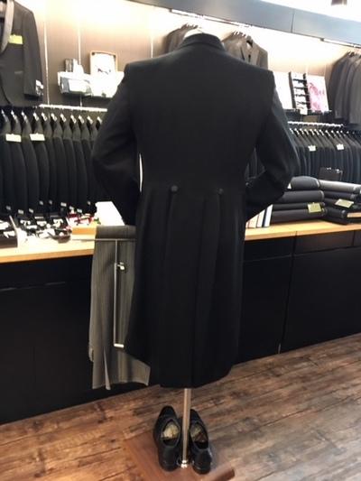 モーニングコート後ろ姿大阪梅田