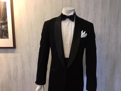 ブラックタイの装いはタキシード大阪梅田