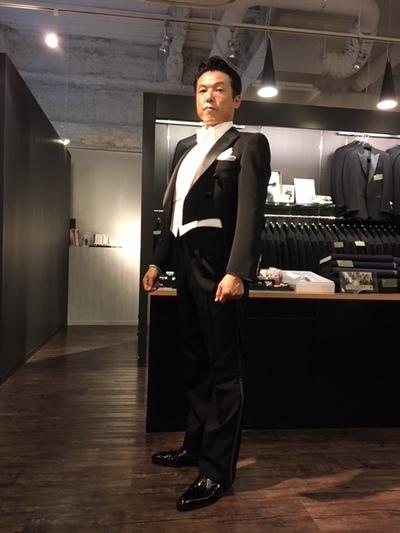 ホワイトタイの装い大阪梅田