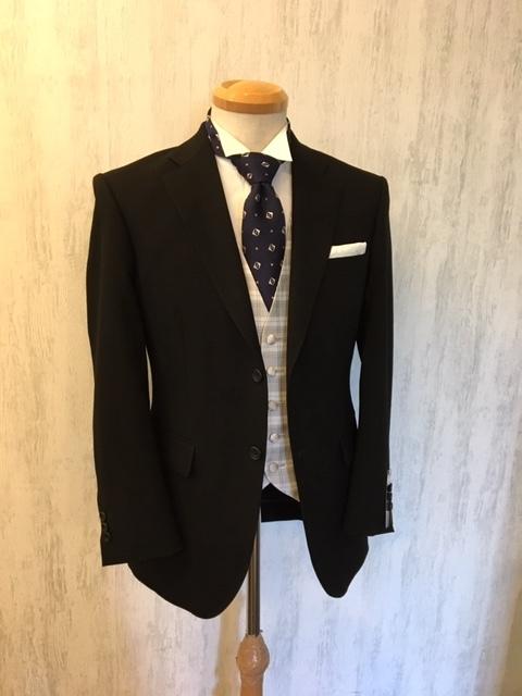 ブラックスーツで結婚式出席 大阪梅田