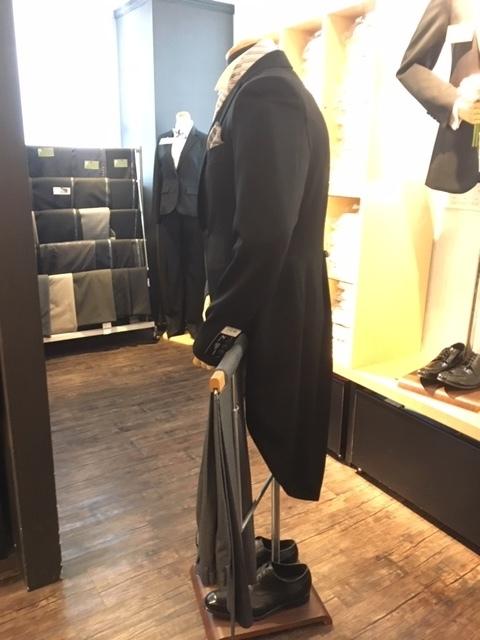 モーニングコートの横姿 大阪
