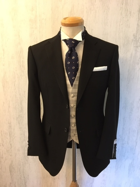 ブラックスーツ着こなし大阪