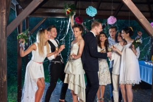 結婚式 余興 友人 盛り上がる ダンス 簡単 嵐 愛を叫べ