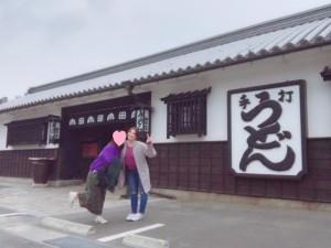 うどん本陣山田家さんの前で記念撮影