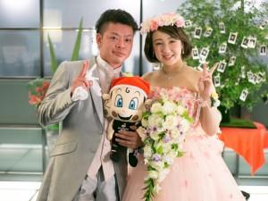 大阪エヴェッサのマスコットキャラクターの「まいどくん」と3ショット (3)