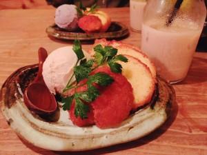 梅田の人気沖縄料理店のデザートサーターアンダギー