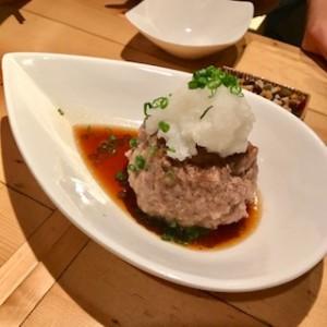 東京にある肉バルの飲めるハンバーグ