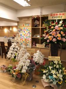 この度ブライダルYASUNAGA大阪心斎橋店が移転リニューアルオープンに伴い沢山のお花をいただきました