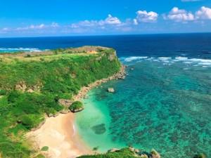 沖縄県うるま市にある果報バンタで心癒やされる旅。絶景のオーシャンビュー!