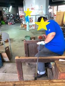 ガラスづくりをしている職人さんの見学ができる糸満市琉球ガラス村