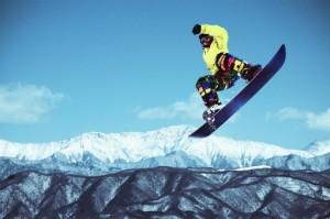 上手なスノボーの滑り方