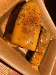 梅田で人気の焼き鳥居酒屋でオススメの一品料理ズッキーニのチーズ焼き