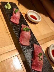 とても美味しい肉バルの肉寿司