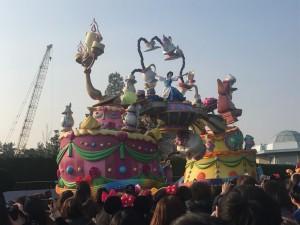 ディズニーランドでは欠かせないお昼のパレード