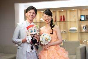 大阪エヴェッサのマスコットキャラクターの「まいどくん」と3ショット (1)