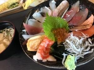 淡路島で海鮮丼をいただける海沿いのお店