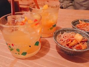 梅田の人気沖縄料理店の泡盛サングリア